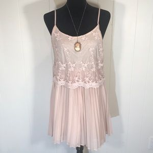 Forever 21 Blush Pleated Skirt Lace Dress🌟